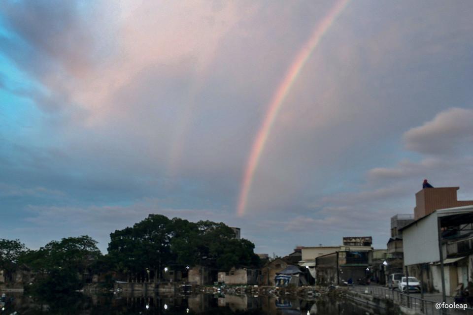 宫边池和彩虹