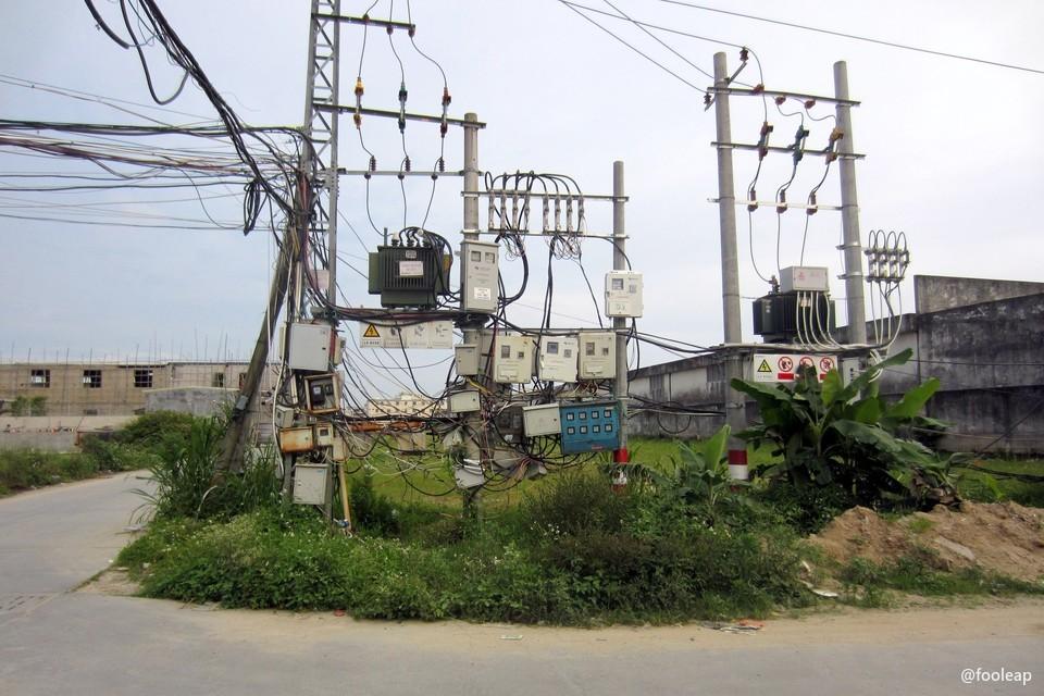 东湾工业区的电线……