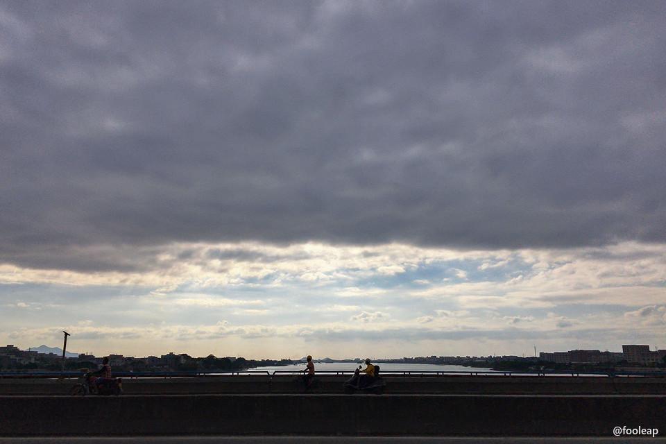 当天上班路上在莲阳桥上往东边看