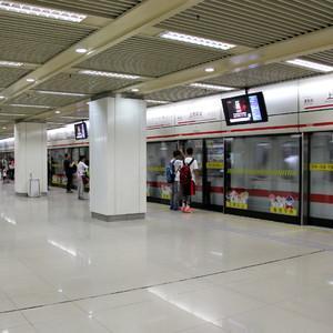 上海地铁窗外广告