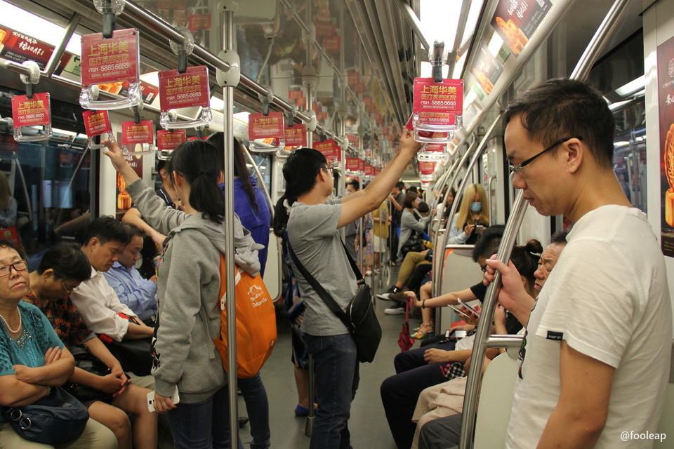 地铁 10 号线车厢内