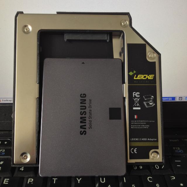 光驱位硬盘托架和 SSD